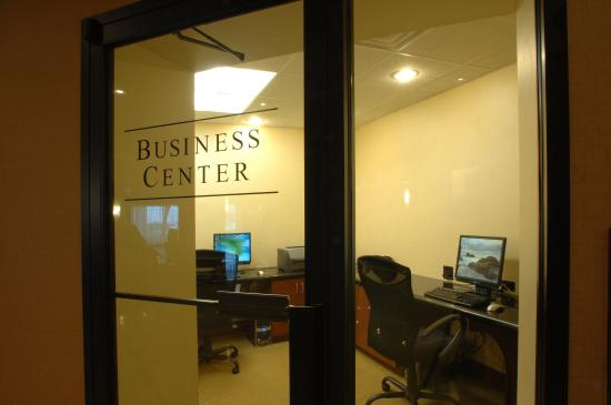 DoubleTree by Hilton Hotel Syracuse: Business Center