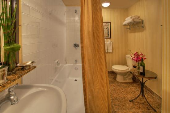 Serrano Hotel: Luxury Suite Bathroom