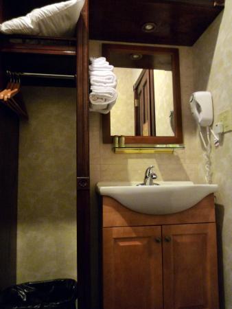 Hotel 17: Room Amenities