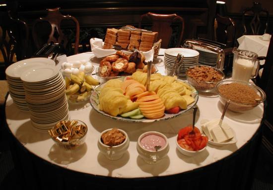 Inn at the Opera: Breakfast