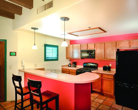 Starr Pass Golf Suites: Suite Kitchen