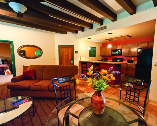 Starr Pass Golf Suites: Suite Living Area