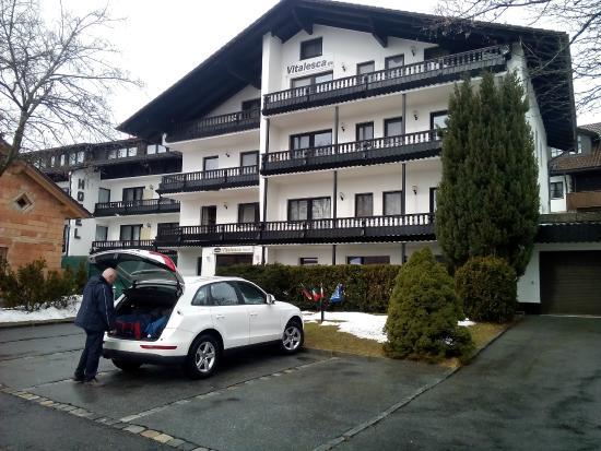 Parcheggio davanti all'Hotel Vitalesca