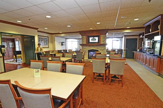 Country Inn & Suites By Carlson, Bloomington West: Breakfast Room