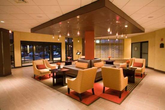 Doubletree by Hilton Hotel Hartford - Bradley Airport: Lobby