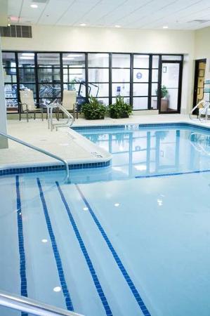 Doubletree by Hilton Hotel Hartford - Bradley Airport: Pool