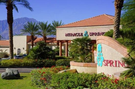Miracle Springs Resort and Spa: Entrance to Miracle Springs Resort