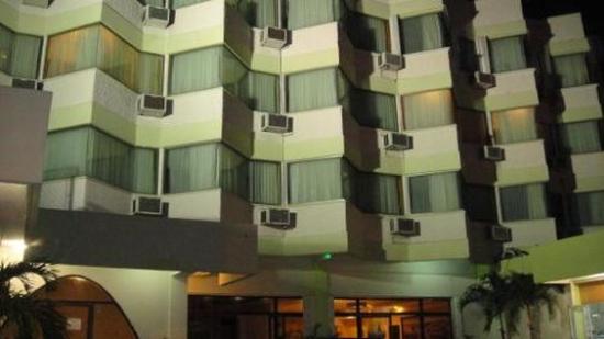 Hotel Plaza Cozumel: Vista Exterior Noche