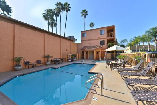 Best Western Plus Anaheim Inn: Pool and Hot Tub