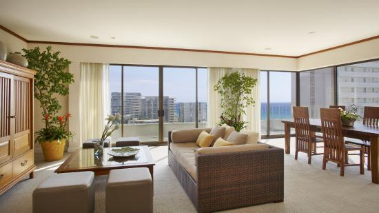 Lotus Honolulu at Diamond Head: Lotus Honolulu Penthouse Living Room
