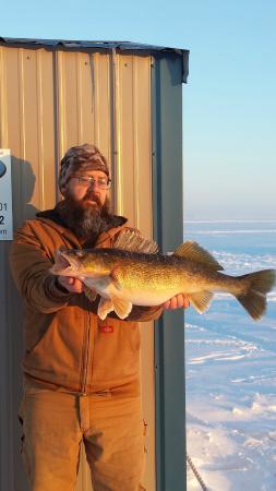 Trophy Ice Fishing: 28 inch walleye
