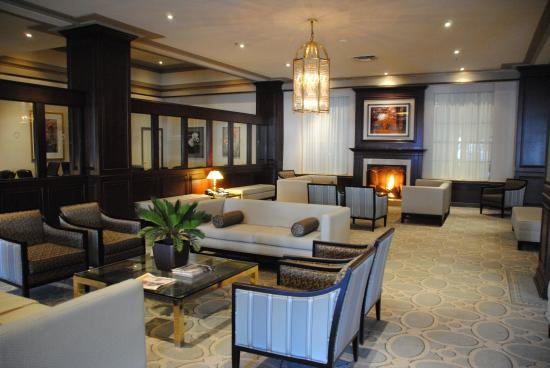 Lord Elgin: Lobby/Fireplace