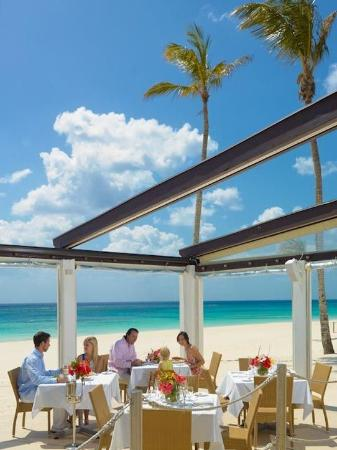 Elbow Beach, Bermuda: Mickey's Beach Bistro and Bar