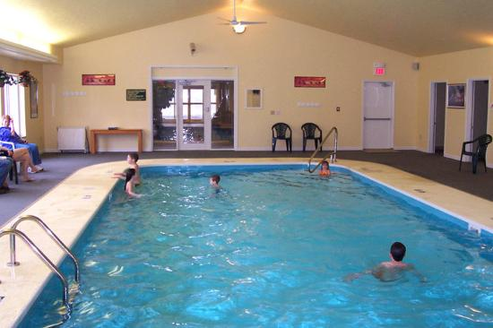 Hawthorn Suites by Wyndham Akron/Seville : Pool
