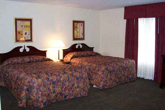 Hawthorn Suites by Wyndham Akron/Seville: Two Beds