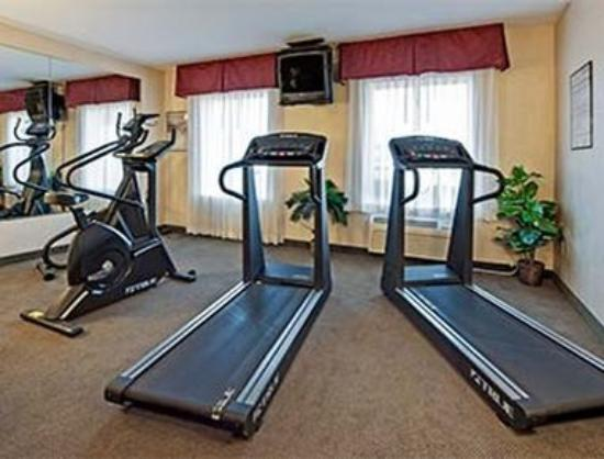 Hawthorn Suites by Wyndham Akron/Seville: Fitness Center