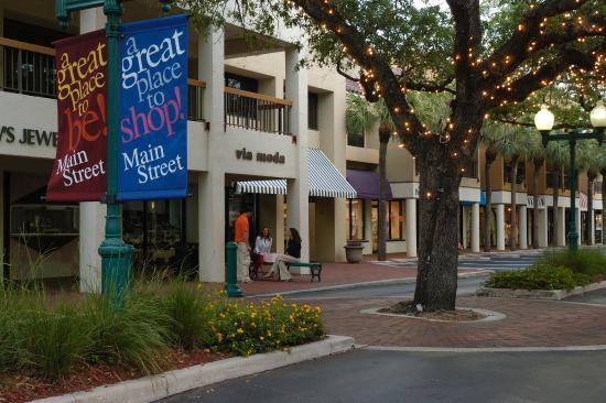 شولاز هوتل آند جولف كلوب: Main Street