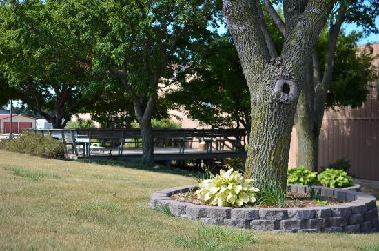 Cherokee, IA: Hotel Grounds