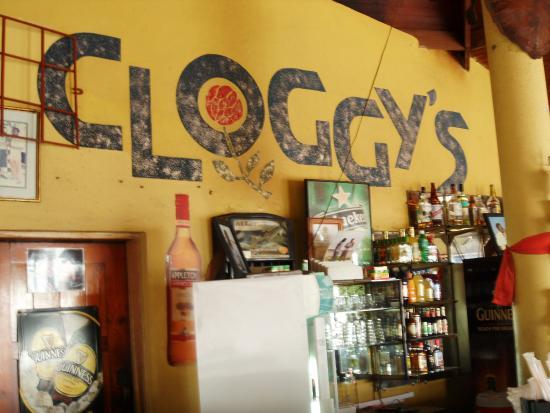 Cloggy's on the Beach: Cloggys Bar