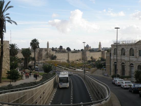 Caesar Premier Jerusalem: Llegando al ciudad vieja de Jerusalen