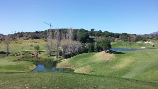Cabopino Golf Marbella: Well maintained fairways.