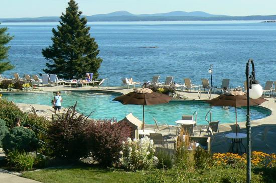 Holiday Inn Bar Harbor Regency: The pool and the sea.