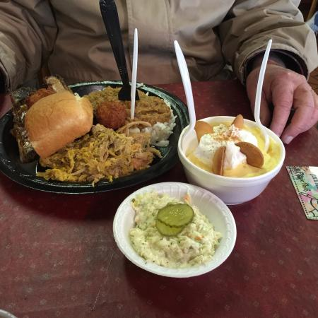 Maurice's Piggie Park BBQ: The full meal with bananna pudding!