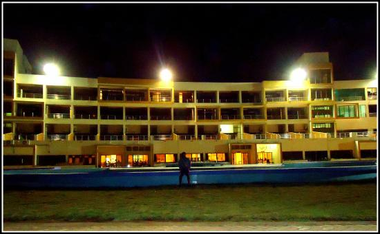 Sagar Darshan - Somnath Trust: Full view of the hotel from the beach