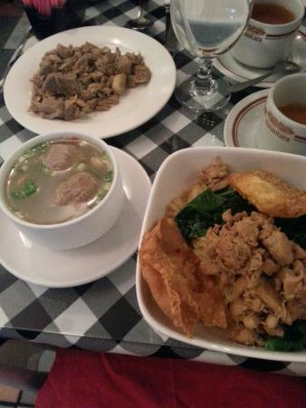 Bali Nusa Indah Restaurant: Mi ayam komplit, chicken noodles with meatballs