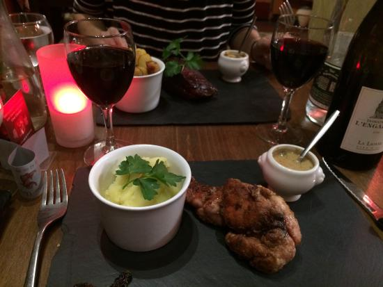 Les Caves Angevines: Veal with foie gras sauce