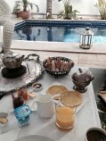 Bellamane, Ryad & Spa: Frühstück am Pool