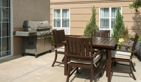 Homewood Suites by Hilton Montgomery: Patio