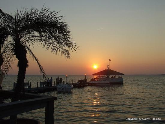 Fager's Island Restaurant & Bar : Dinner with a view.