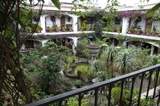 Santo Tomas Hotel: Courtyard
