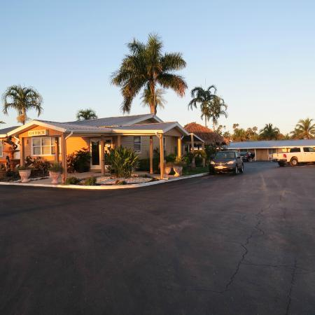 Everglades City Motel Hotel And Grounds