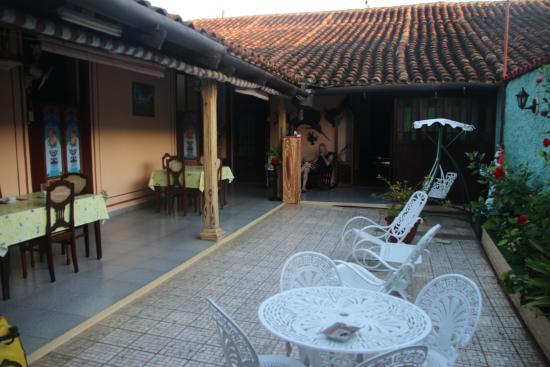 Hostal Los Hermanos: patio