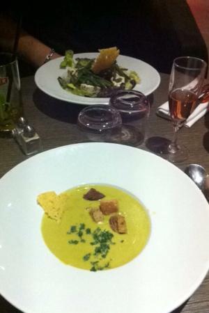 L'endroit - Lyon Vaise: Salade Manon Velouté de poireaux