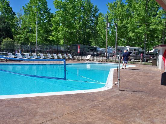 pool area bild von chesapeake bay rv resort gloucester. Black Bedroom Furniture Sets. Home Design Ideas
