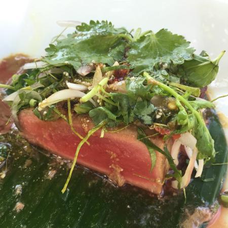 Cherngtalay, Thailandia: Tuna Nham Tok..hab ich noch nie perfekter zubereitet gegessen!