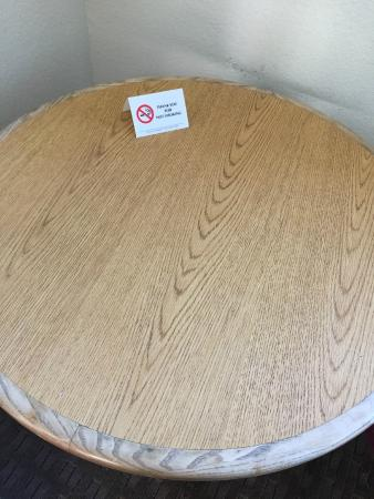 Red Roof Inn - El Paso West: Old & worn table