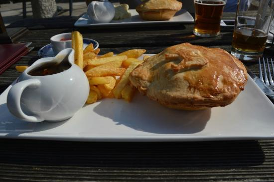 Plume of Feathers Inn: Steak & Stilton pie.  Wonderful!