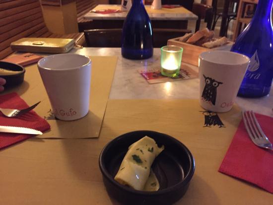 Osteria Il Gufo: 免費贈送的小吃 雞蛋捲裡面包著蘑菇醬和一些別的東西