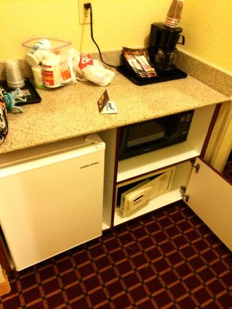 Country Inn & Suites By Carlson, Columbia: Mini-fridge/microwave/safe #1