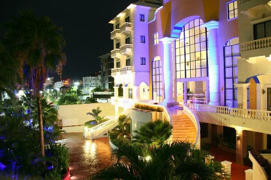 Hotel Nyx Cancun Entrance