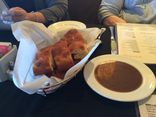 Citrus City Grille: The bread and dipping sauce