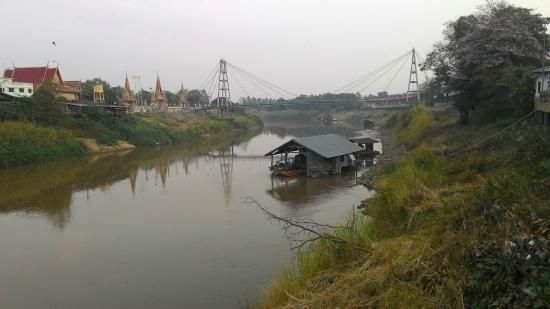 ็Houseboat, used to be a traditional lifestyle of river side