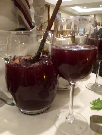 Forno's of Spain Restaurant: Red sangria