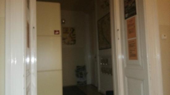 Maverick Hostel: Дом