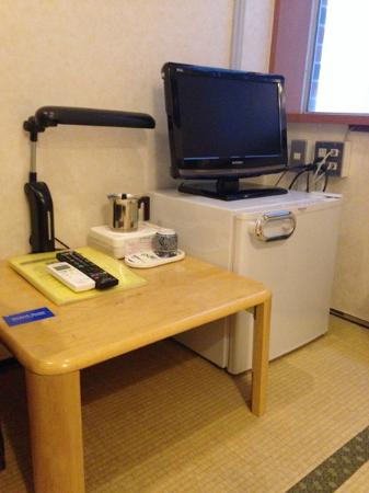 Stayto: มีทีวี ตู้เย็น โต๊ะเครื่องเขียนเล็กๆ