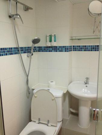 KG Garden Guest House : ห้องน้ำ